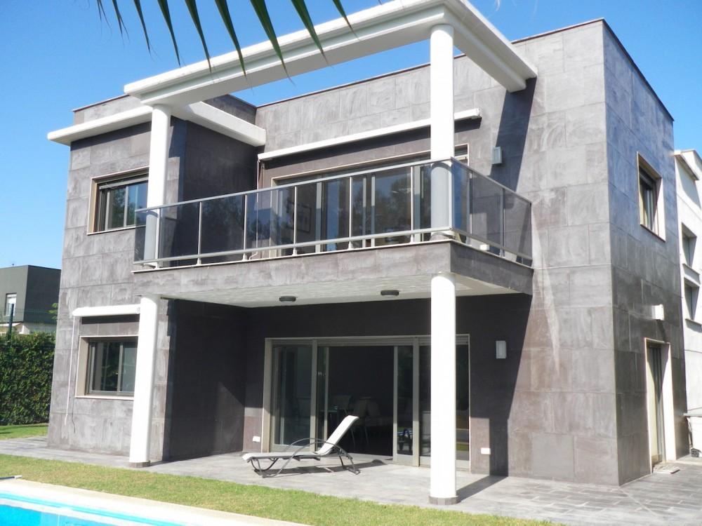 Villa en la prestigiosa urbanización El Bosque.