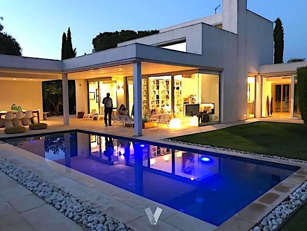 Moderna casa de diseño en la urbanización Godella (Valencia).